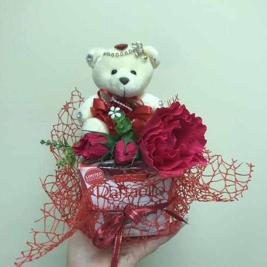 Раффаелло с мишкой: букеты цветов на заказ Flowwow