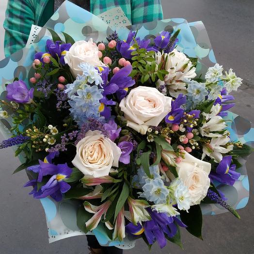 Весенний букет с пионовидной розой