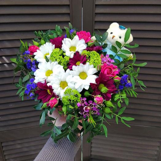 Коробочка с цветами и мишкой