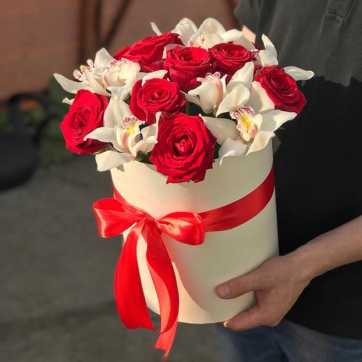 Коробка из роз и орхидей