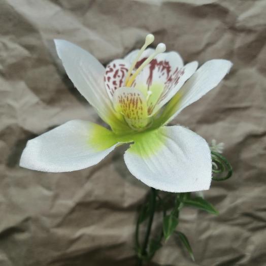 Цветок орхидеи искусственный