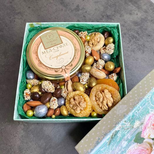 Подарочный набор орехи, мёд
