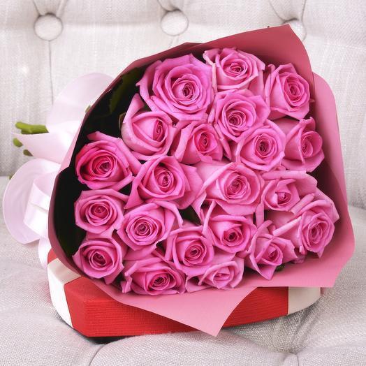 21 розовая роза в стильной упаковке