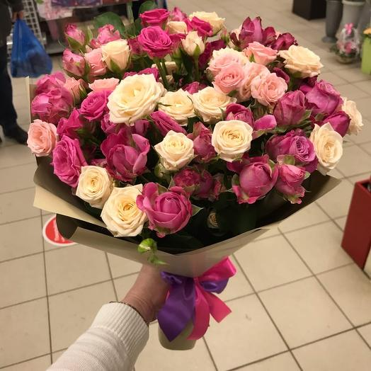 Кустовая роза микс 19 шт