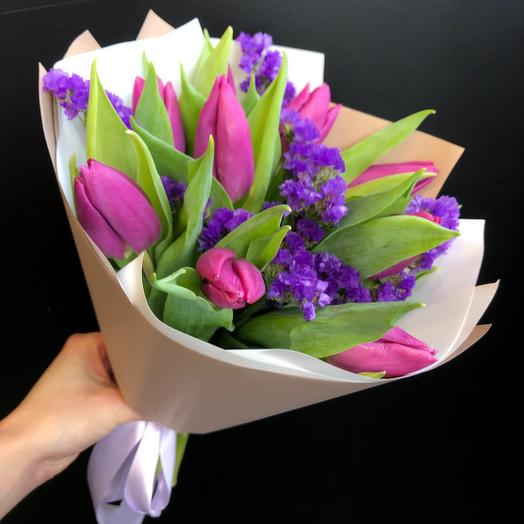 Малиновые тюльпаны