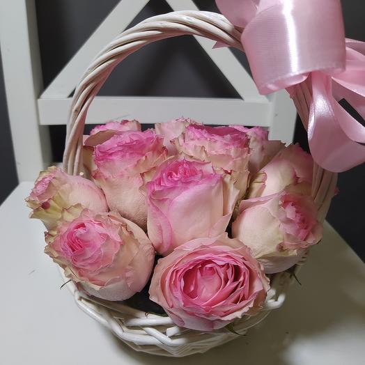 15 роз Эсперанс в корзине