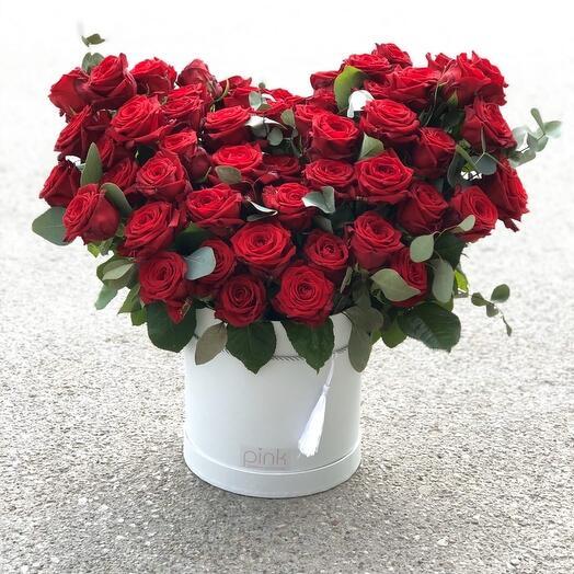51 роза с эвкалиптом