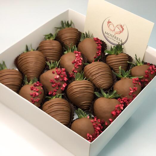 "Chocolate-covered strawberries "" Raspberry Fairy Tale»"