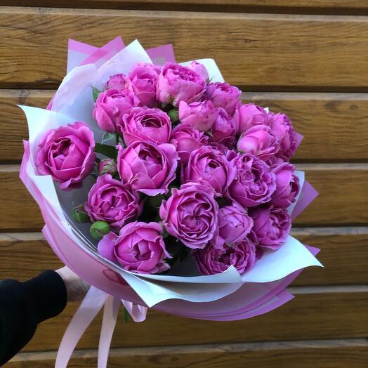 Flowers Lovers - букет 7 пионовидных роз в оформлении