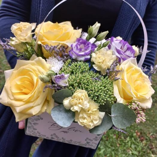 Цветы в коробке Роза и эустома