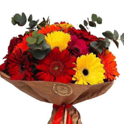 Герберы и Эвкалипт: букеты цветов на заказ Flowwow