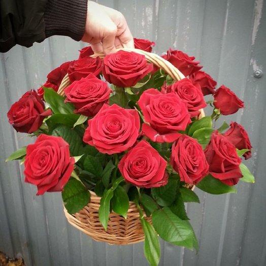 Корзинка из 21 розы