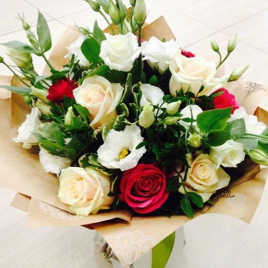Букет Признание с розами контрастных оттенков: букеты цветов на заказ Flowwow