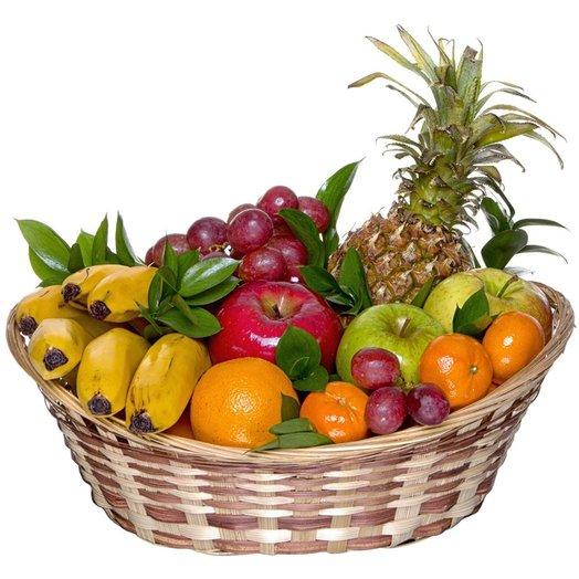Фруктовая корзина с ананасом: букеты цветов на заказ Flowwow