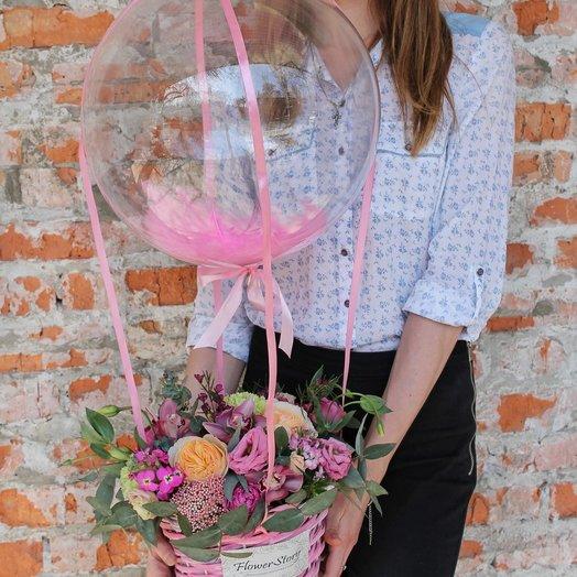 Цветочная корзина с воздушным шаром: букеты цветов на заказ Flowwow