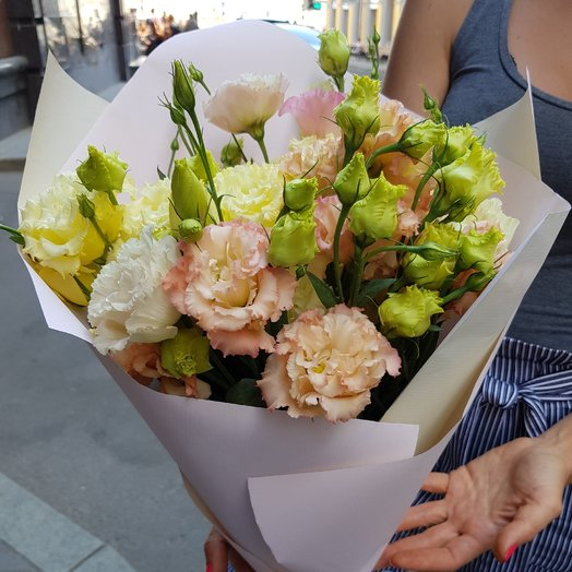 Лизиантус махровый: букеты цветов на заказ Flowwow