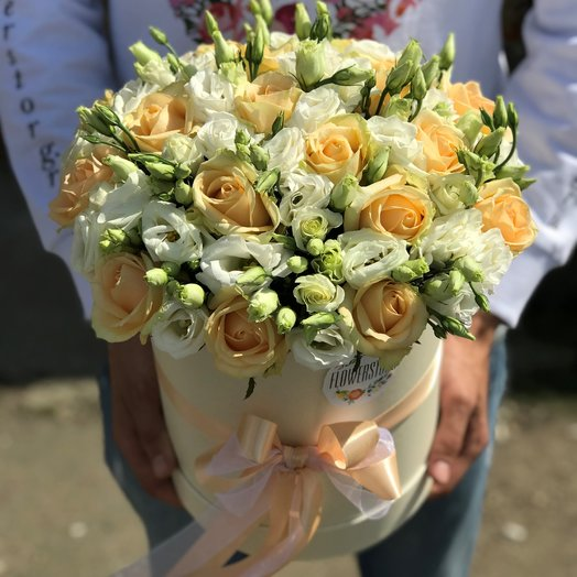 Коробки с цветами. Эустома , роза кремовая. N196