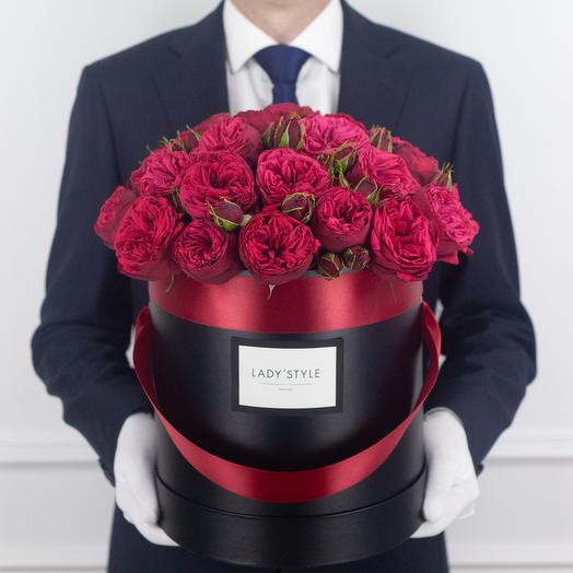 Пионовидная роза Red Piano в шляпной коробке L: букеты цветов на заказ Flowwow