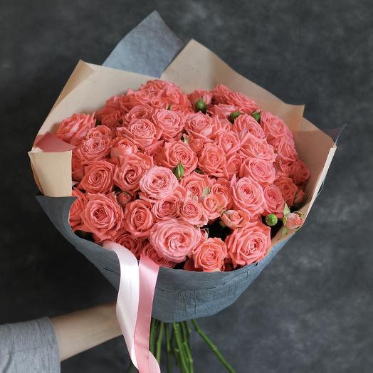 Букет  из кустовых коралловых роз: букеты цветов на заказ Flowwow