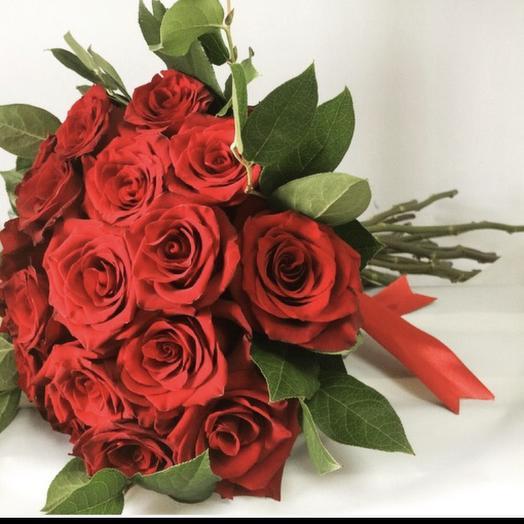 Розы Ред Наоми: букеты цветов на заказ Flowwow