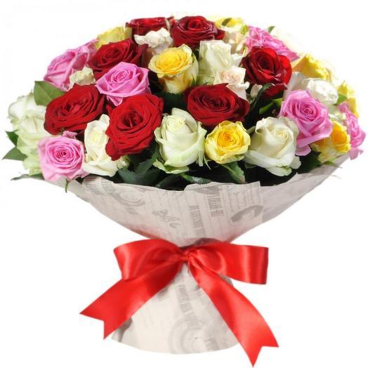 Букет разноцветных роз 51шт