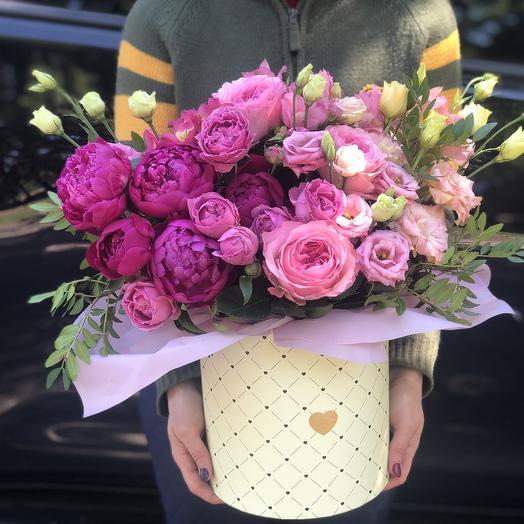 Шляпная Коробка с пионами и пионовидными розами