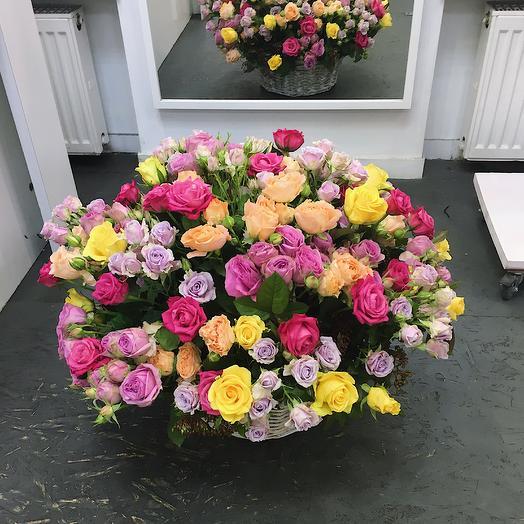 Большая корзина роз во французском стиле: букеты цветов на заказ Flowwow