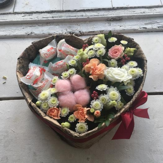 Цветочная композиция с розовым хлопком: букеты цветов на заказ Flowwow