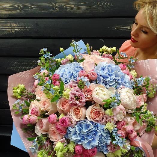 Голубая гортензия: букеты цветов на заказ Flowwow