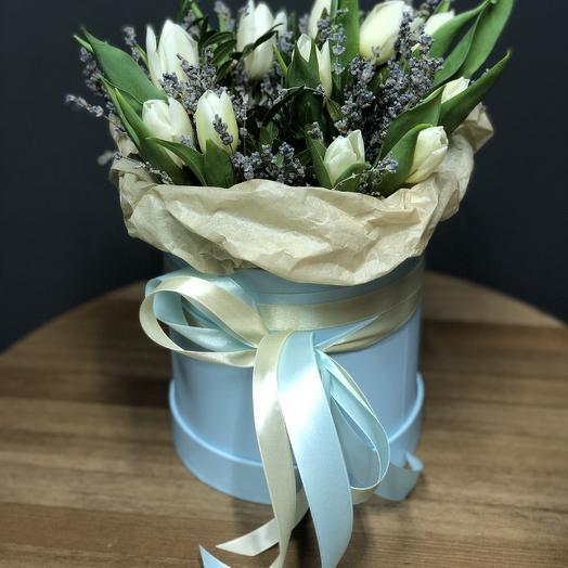 Шляпная коробка с тюльпанами и лавандой М