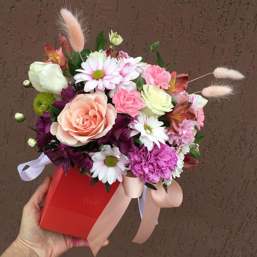 Композиция из цветов в декоративной коробке: букеты цветов на заказ Flowwow