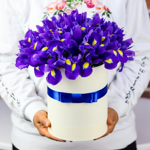 Коробка с цветами. Ирисы N372