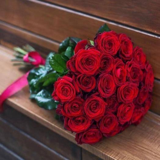 Охапка 25 красных роз