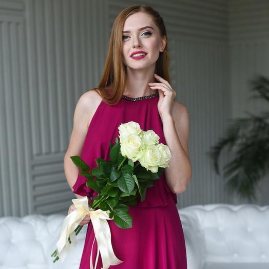 5 белых роз аваланж