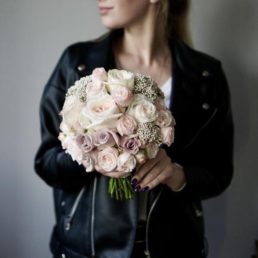 Букет невесты с пудровыми розами и озотамнусом