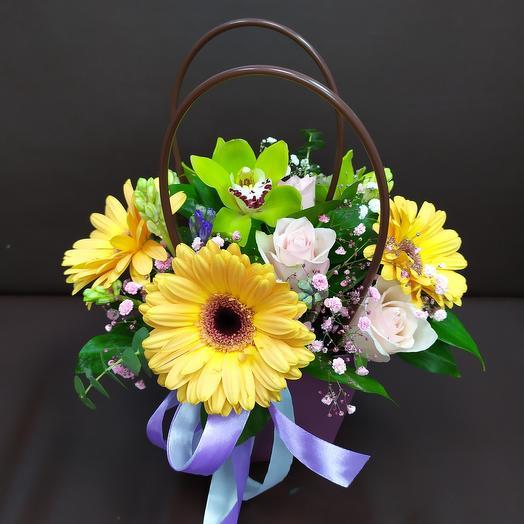 Корзина с цветами для нее