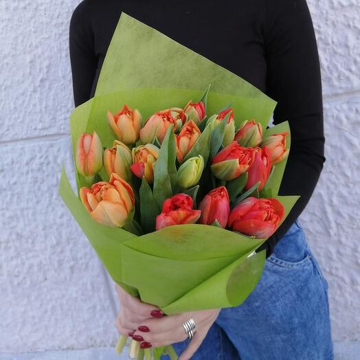 Букет 17 ярких пионовидных роз
