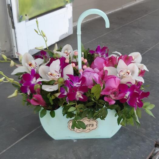 Орхидея и пионы в зонтике