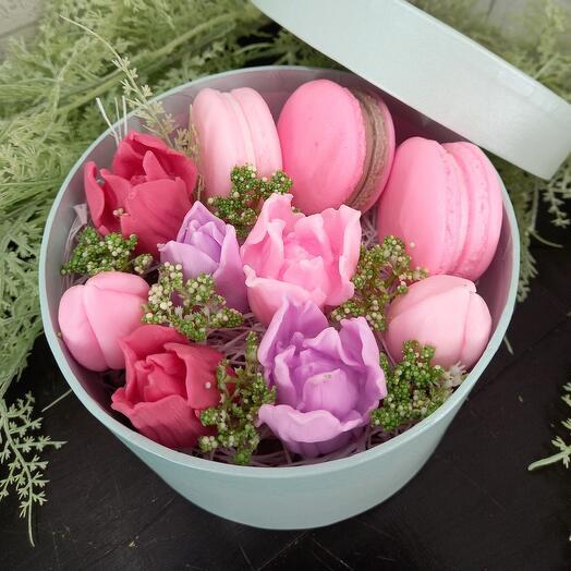 Тюльпаны с макарунами ( мыло ручной работы)