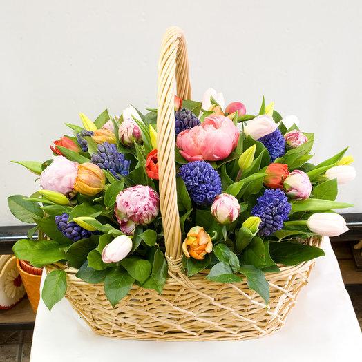 Корзина из весенних цветов Краски весны