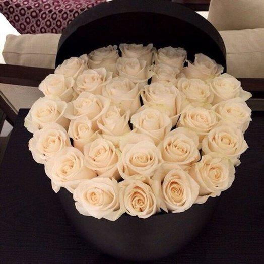 31 белая роза в коробке: букеты цветов на заказ Flowwow