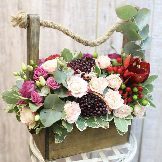 Деревянный ящик с амариллисом: букеты цветов на заказ Flowwow