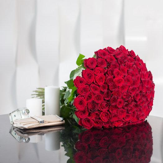 Букет из 51 красной местной розы 50 см: букеты цветов на заказ Flowwow