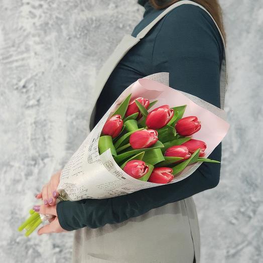 Букет из тюльпанов в упаковке: букеты цветов на заказ Flowwow
