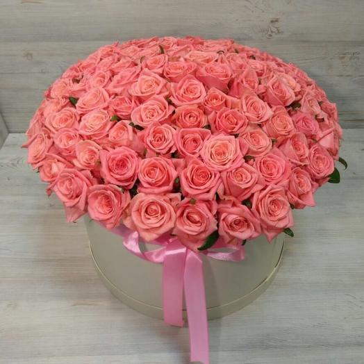 101 коралловая роза в шляпной коробке: букеты цветов на заказ Flowwow