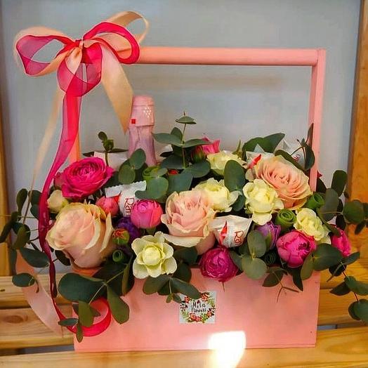 Цветы и вкусняшки в ящичке: букеты цветов на заказ Flowwow
