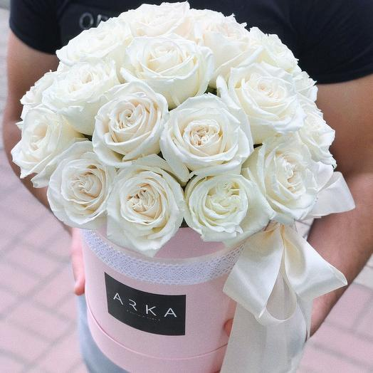 Стандарт🌹Розовая коробка с белыми розами