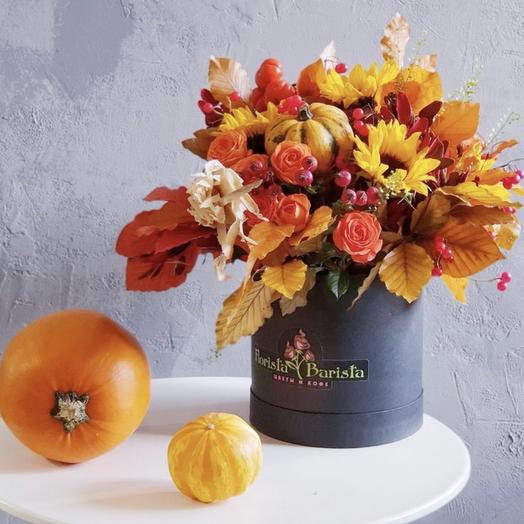 Осенняя композиция с розами,подсолнухами и ягодами: букеты цветов на заказ Flowwow