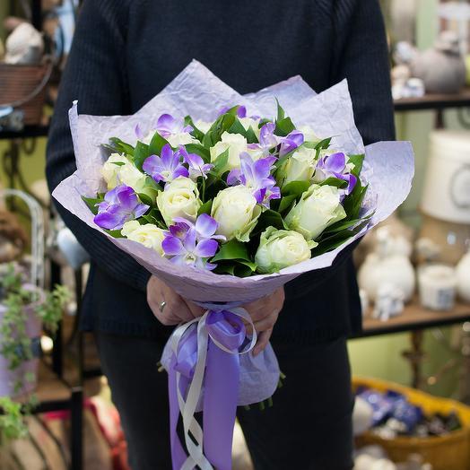 """Букет из роз и орхидей """"Лунный свет"""""""