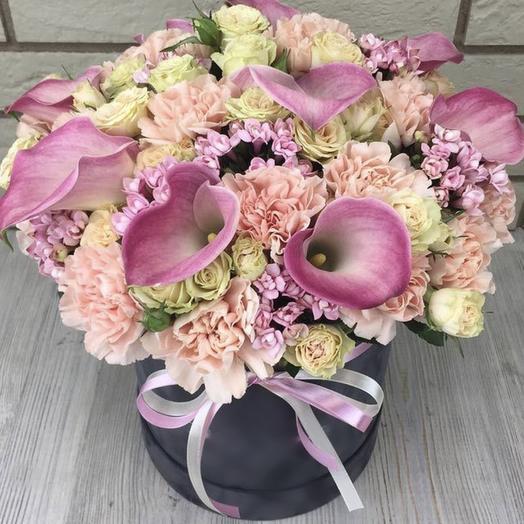 Каллы в шляпной коробке: букеты цветов на заказ Flowwow